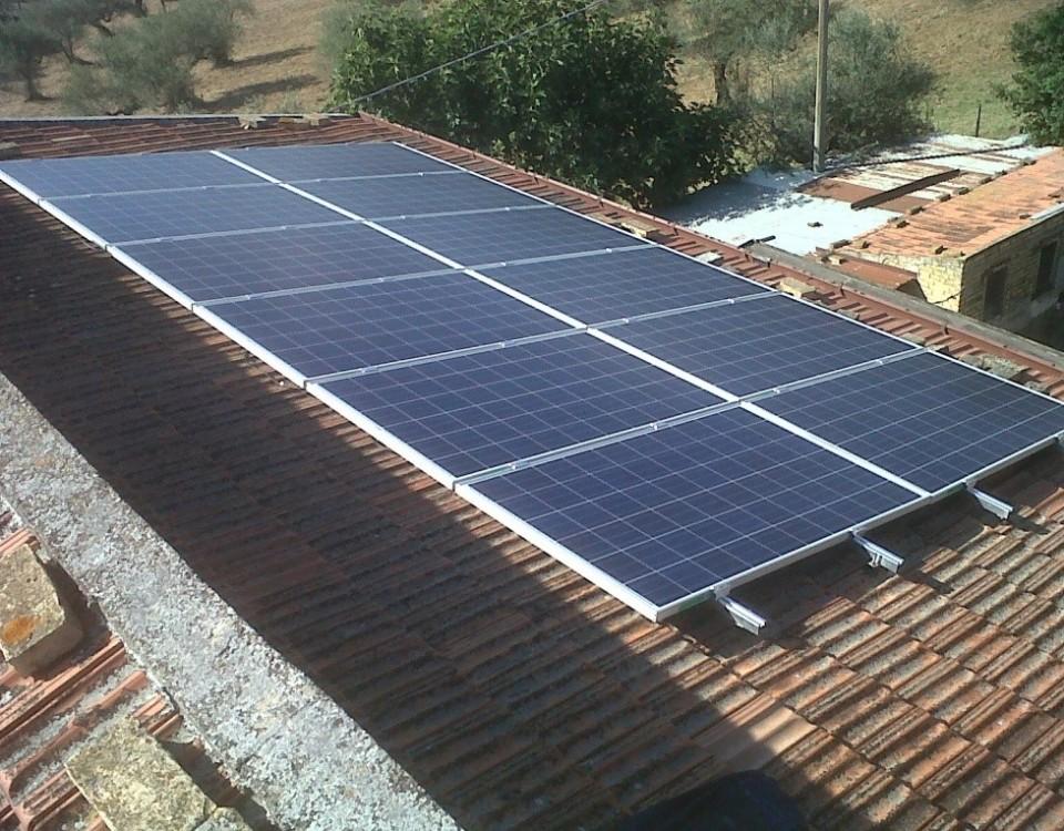 Foto di un kit fotovoltaico semplice da 3kw