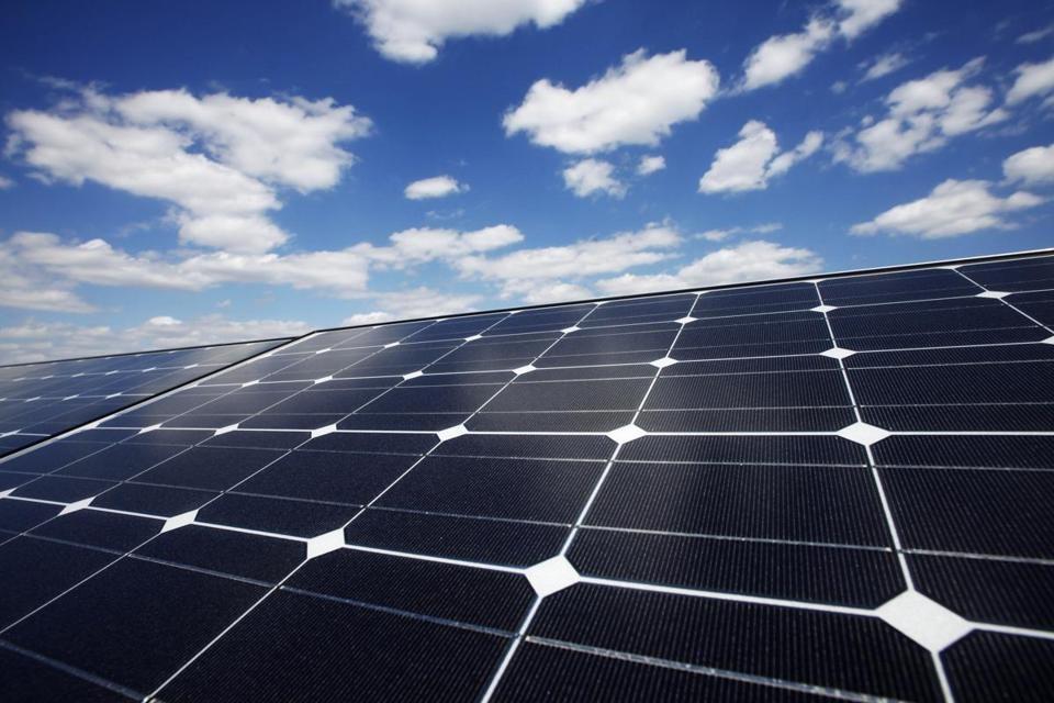 Solar Business è la soluzione di impianto fotovoltaico per le aziende. Grazie al superammortamento sono enormi i vantaggi economici delle aziende nel passare al fotovoltaico